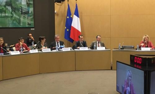 Table ronde sur l'accès aux services publics